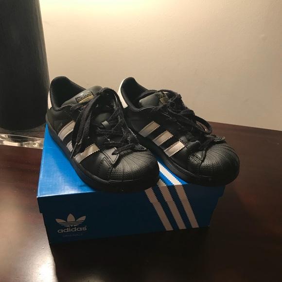 Le adidas bambini scarpe poshmark